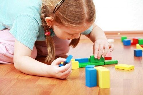 Çocuklar Neden Kendi Başlarına Oynamayı Öğrenmelidir?