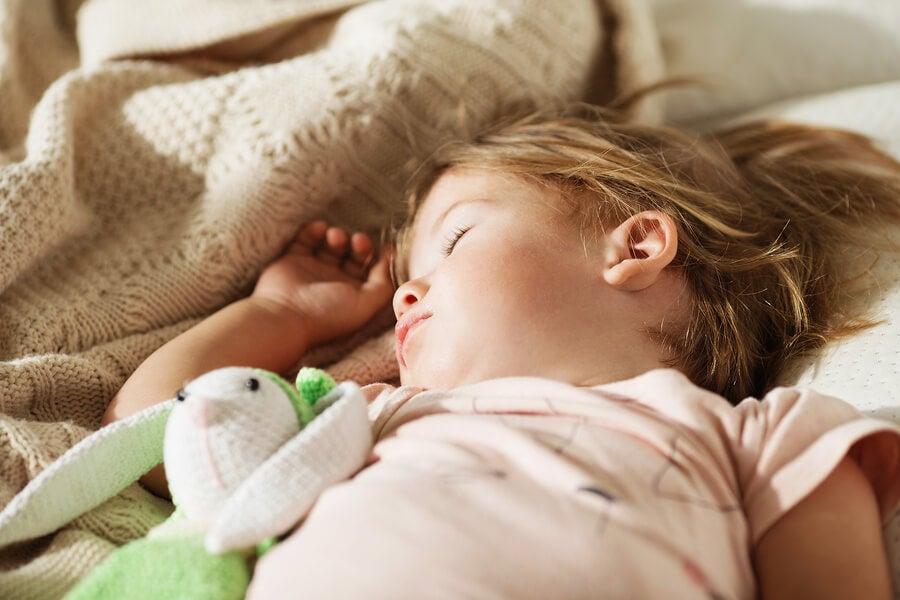 Çocuğu Kendi Yatağında Uyutmak İçin 3 Yöntem