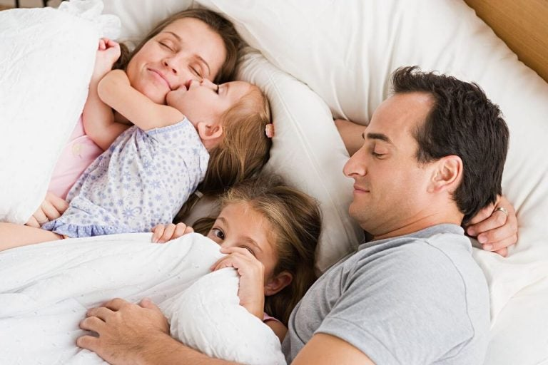yatakta aile