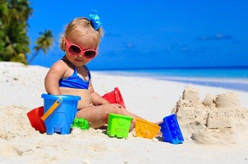 Bebeğinizi İlk Kez Plaja Götürürken Kullanmanız İçin 7 Tavsiye