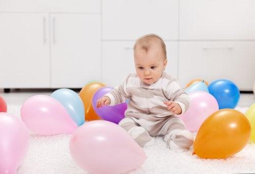 Siz ve Bebeğiniz için Renkli Balonlarla 7 Aktivite