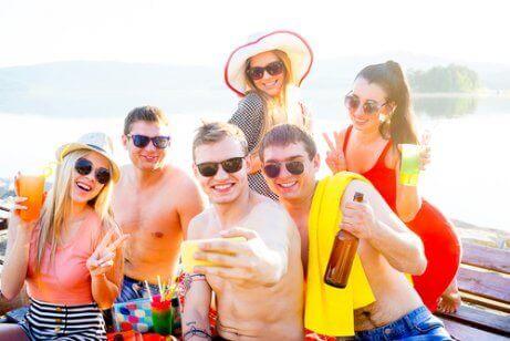 arkadaşlarla tatile çıkmak