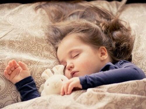 Çocuğunuzun tek başına uyku alması için öneriler