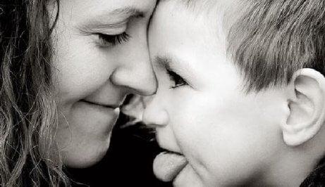 fiziksel temasta anne ve çocuk