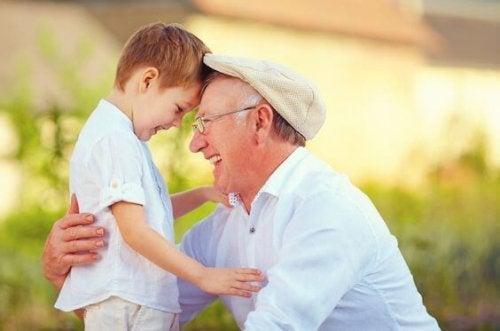 Büyükanne ve büyükbaba: Torunlarına ruhani izler bırakır