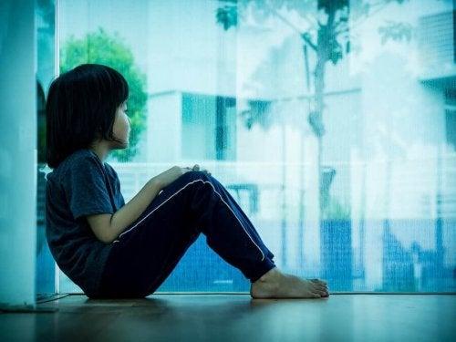 Çocuklarda hastalık derecesinde keder ve tasa
