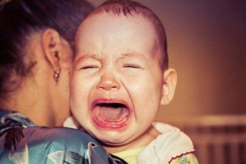 Bebeğim Neden Sürekli Ağlayarak Uyanıyor?