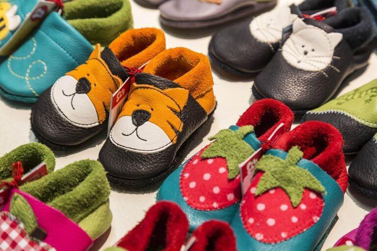 bebekler için uygun ayakkabıları seçmek