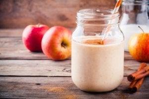 elma ve kavanozda süt