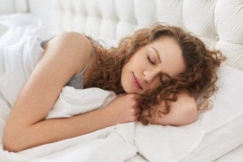 emzirme döneminde yorgun kadın