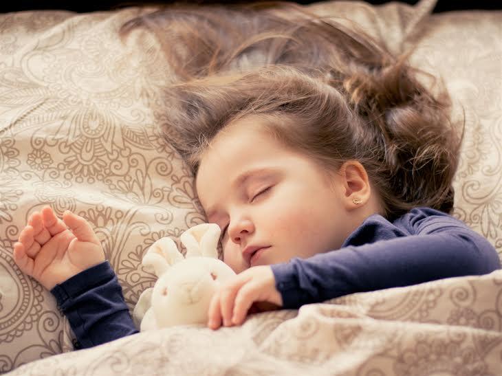 Erken uyumakta zorlanan çocuk