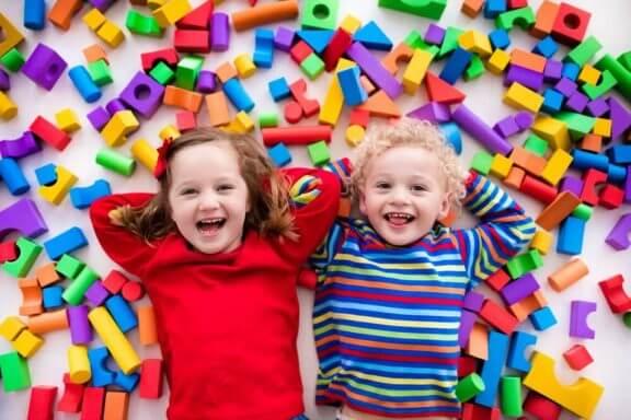 ikizleri okulda ayırmak için nedenler