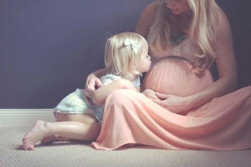 Hamilelikte Harika Bir Fotoğraf Çekimi Yaptırmak