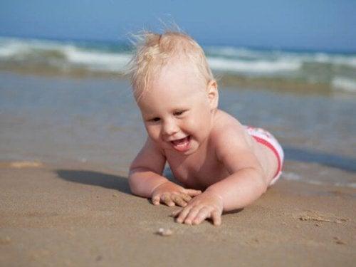 sahildeki bebek