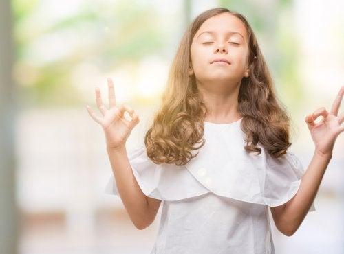 meditasyon yapan kız