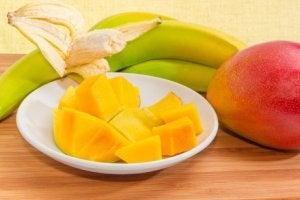 ders çalışırken meyve yemek
