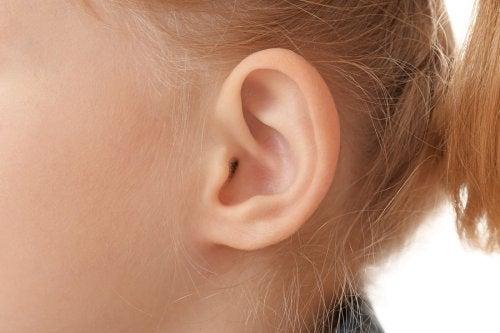kulak hijyeni yakın çekim kulak