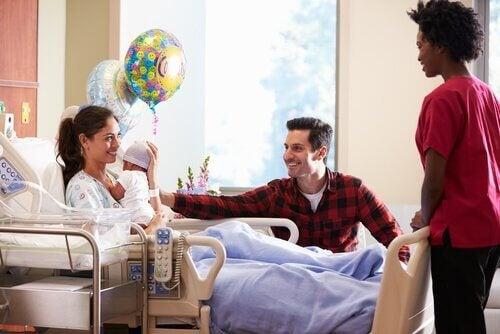 Yenidoğanı Hastanede Ziyaret Etmek için 7 Tüyo