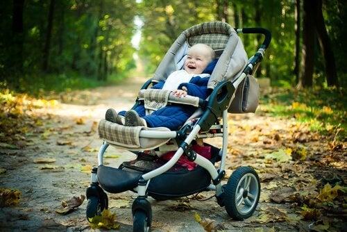 Doğru Bebek Arabası Seçmek: Dikkat Edilmesi Gereken Faktörler