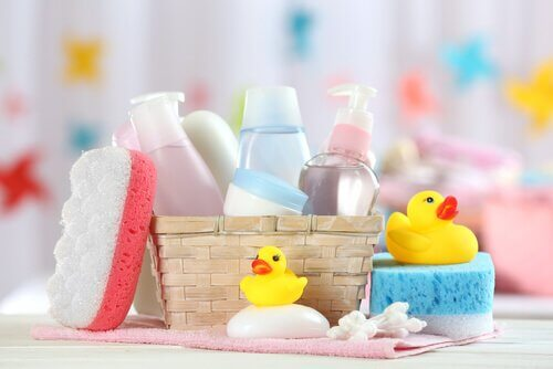 çocuk banyosu için bakım ve temizlik ürünleri