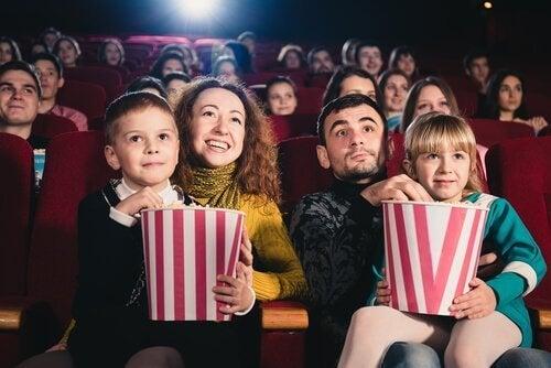 film izleyen bir aile