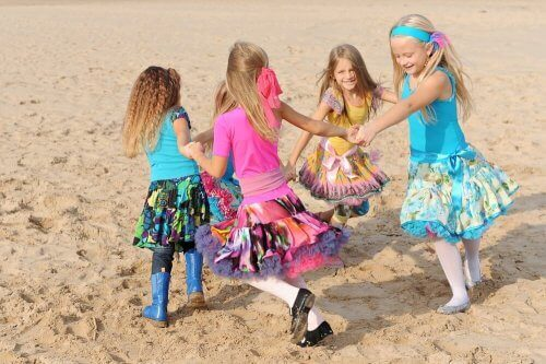 oynayan kız çocukları