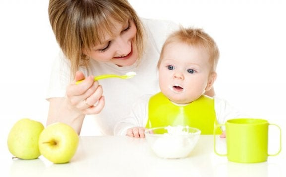 Bebeğinizin Yeni Yiyecekler Denemesine Nasıl Yardımcı Olabilirsiniz?