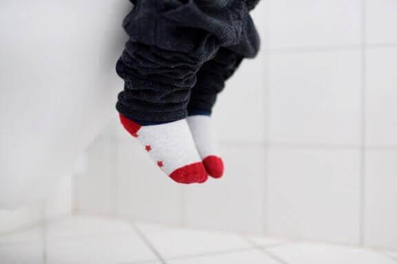 küçük çocuk ayakları