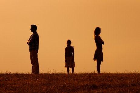 farklı yerlere bakan aile