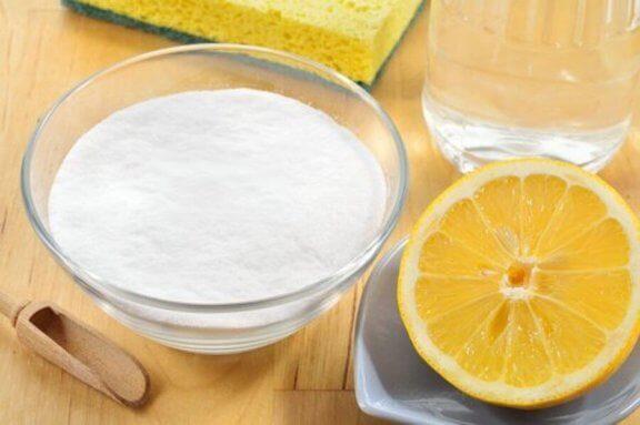 bir kase karbonat ve yarım limon