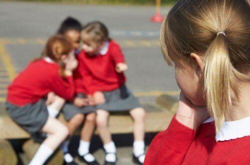 okulda dışlanan kız çocuğu