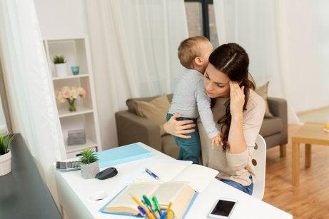 çalışan anne ve bebeği