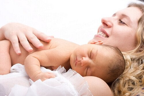 yeni doğum yapan anne
