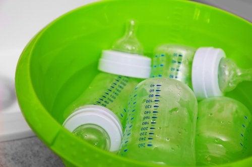 biberonları yıkamak