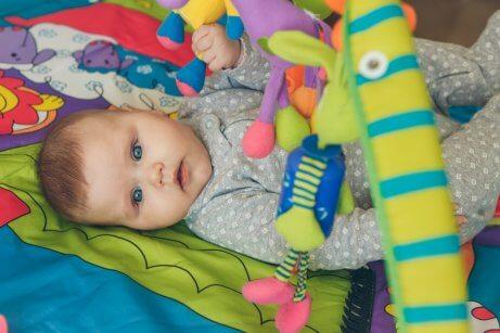 oyuncaklar ve bebek