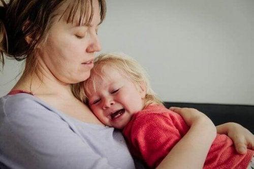 Bir Bebeğin Ağlamasına İzin Vermek İyi mi Kötü mü?