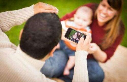 Sharenting: Çocukların Sosyal Medyaya Aşırı Maruz Kalması