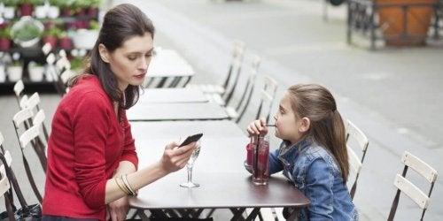 annenin telefon bağımlılığı