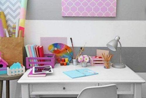 Çocuğunuz İçin Çalışma Masası Hazırlamanın 10 Yolu