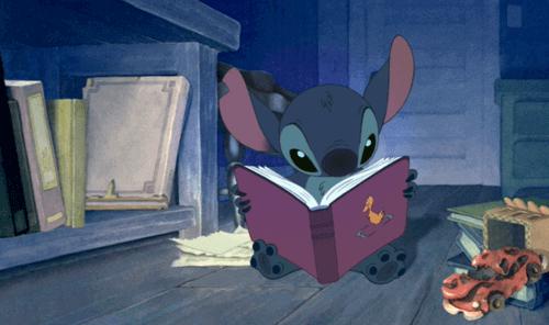 Stiç kitap okuyor