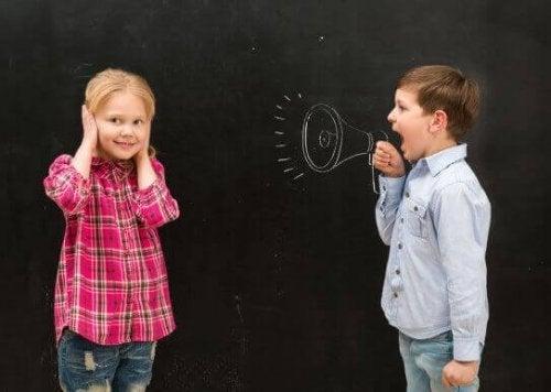Sürekli Bağıran Çocuklar