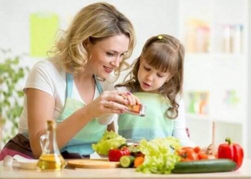 Yemek Yaparken Çocukları Eğlendirmenin Yolları