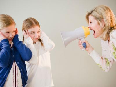 yüksek sesle konuşmak
