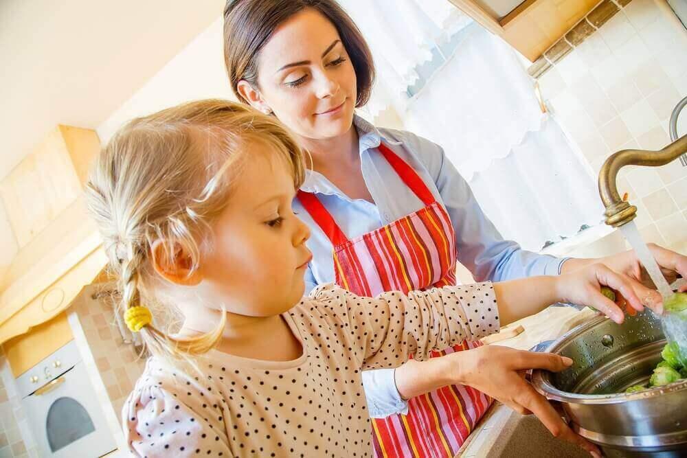 çocuklara mutfakta görev vermek