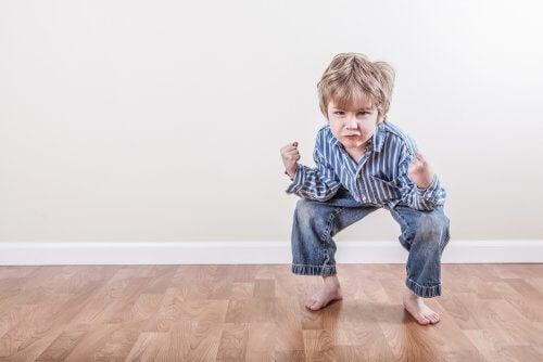 Çocukluk dönemi stereotipi sarışın çocuk