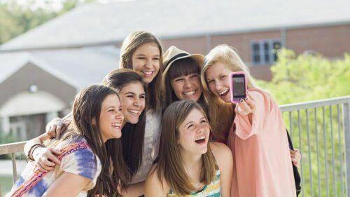 Gençler İçin Sosyal İletişim Ağlarının Tehlikeleri