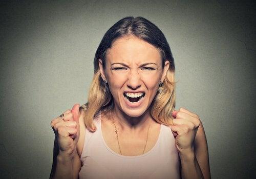 bağıran kadın