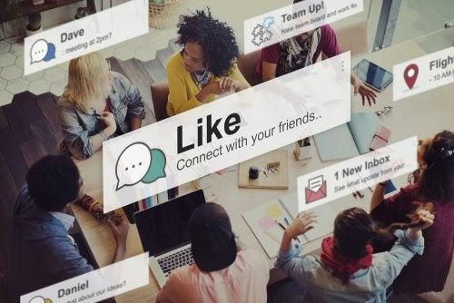 Sosyal medyalarını aktif kullanan gençler