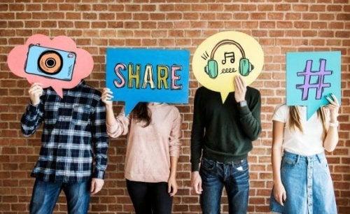 Çocuklarımın Sosyal Medyalarını Kontrol Etmeli Miyim?
