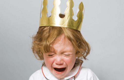 öfke nöbeti geçiren çocuk